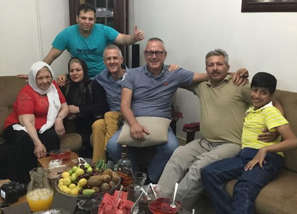 Op bezoek bij de familie van chauffeur Ali