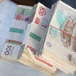 stapels Oezbeekse valuta